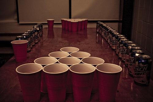Le jeu du beer pong pour enterer une vie de célibat