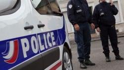 Gage d'enterrement de vie de célibat : obtenir l'autorisation de mariage de la police